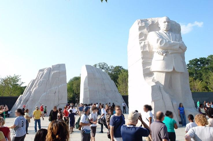 2011年、ワシントンに建てられた公民権運動の指導者キング牧師の記念碑 (写真提供: SCGR 吉村 亮太)