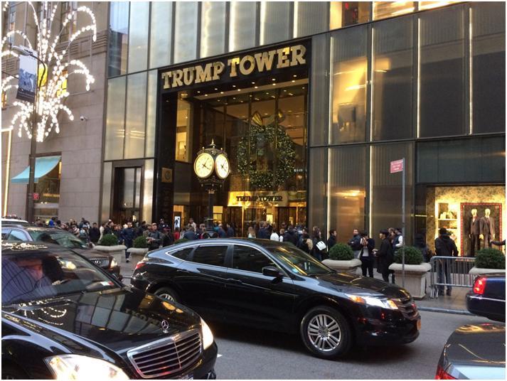 ニューヨーク・マンハッタンの5番街にそびえるトランプタワー(写真:筆者)