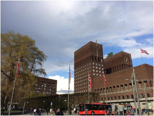 ノーベル平和賞授与式が行われるオスロ市庁舎 (筆者撮影)