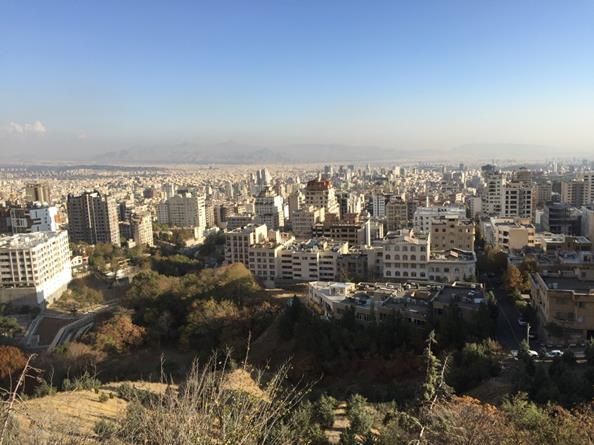 テヘラン市北端から町を見下ろす(筆者撮影)