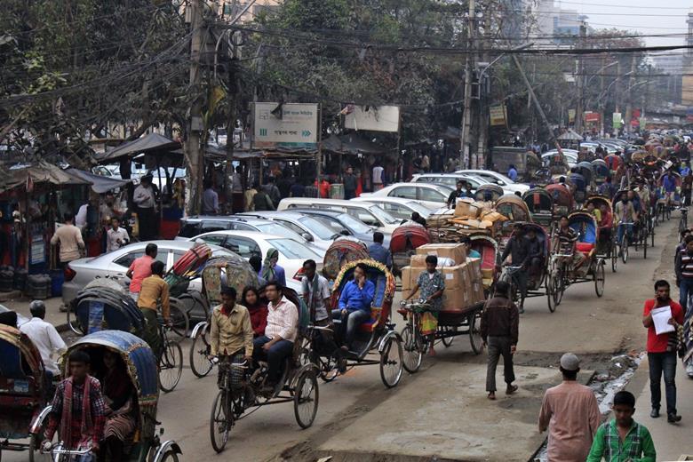 ダッカ市内の交通渋滞(筆者撮影)