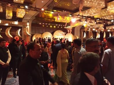 事業パートナーA社オーナーのご息女の結婚披露宴。2日間某高級ホテルに特設会場を設置、5,000人の招待客を集めた。(筆者撮影)