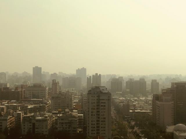 当社高雄支店20Fからの高雄市中心部の眺め(筆者撮影)
