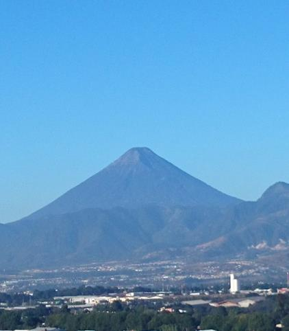 アグア火山(筆者撮影)