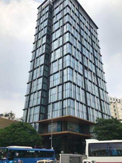 ホーチミンは洗練されたデザインの近代的なビルが急速に増えてきている(筆者撮影)