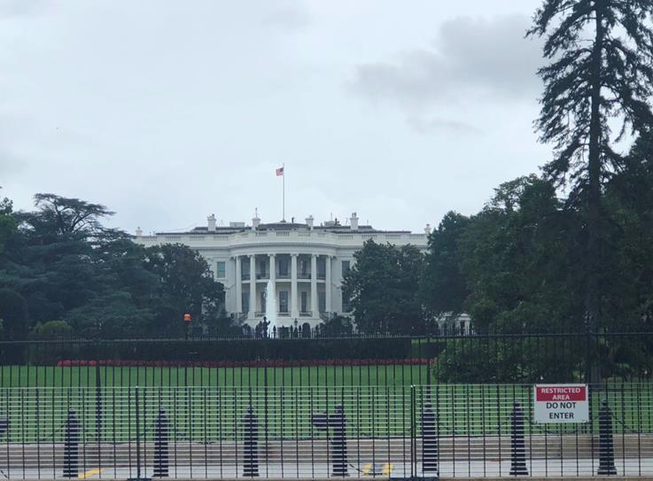 南側サウスローンから見たホワイトハウス(ワシントン事務所金澤未晏氏撮影)