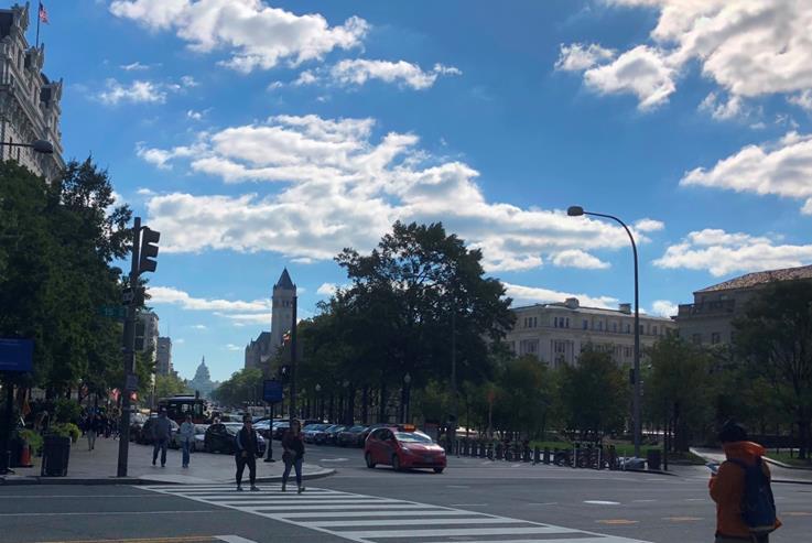 ホワイトハウスと連邦議会議事堂を結ぶペンシルベニア通り(筆者撮影)