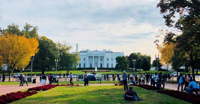 ホワイトハウスの北に位置するラファイエット公園(筆者撮影)