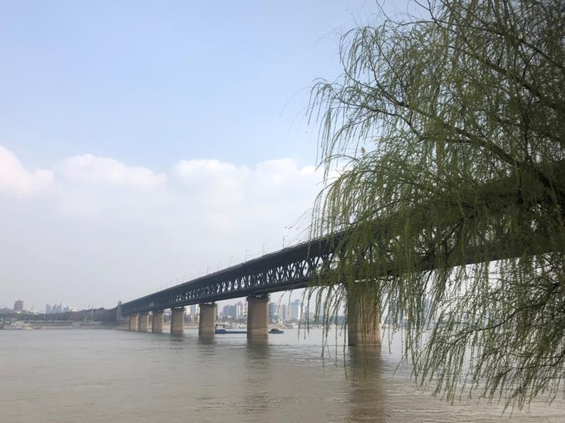 長江に架けられた武漢長江大橋(筆者撮影)