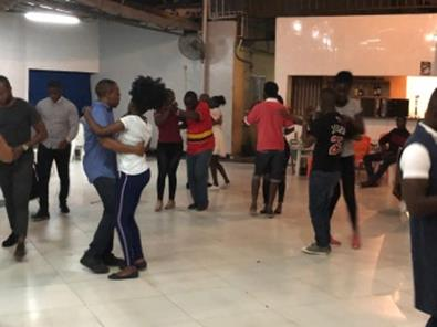 ダンス:ルアンダ市内のダンススクールにて(筆者撮影)