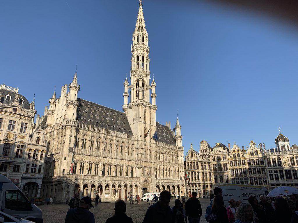 ブリュッセルの中心にある広場「グランプラス」(筆者撮影)