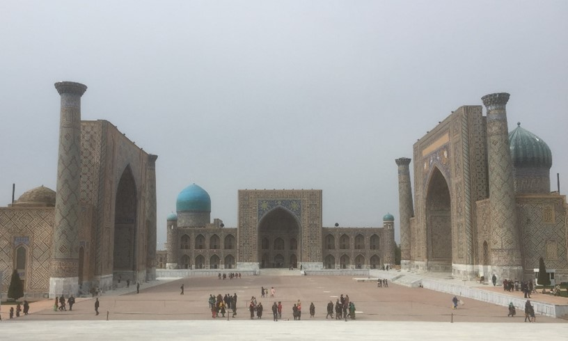世界遺産サマルカンドの代表的建造物、レギスタン広場(筆者撮影)