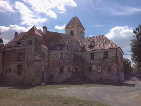 光子がウイーンに移るまで居住していたロンスペルク城は、現在修復を待っている。(筆者撮影)