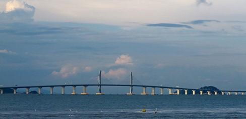 港珠澳大橋(出典:Wikimedia Commons)