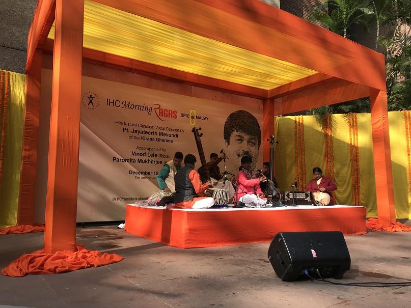(インド伝統音楽の野外コンサートの様子;2019年12月筆者撮影)