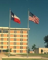 テキサス州旗と合衆国旗(出典:Wikimedia Commons)