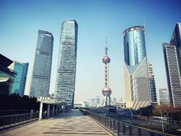 上海浦東地区のビジネスエリア、陸家嘴(ルーチァーツイ)の風景(筆者撮影)