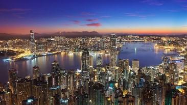 マジックアワーの香港の夜景(撮影:Loletta Pun香港住友商事社員)